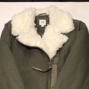 Coat with Sherpa collar.